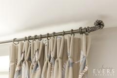 Metal pole knot detail